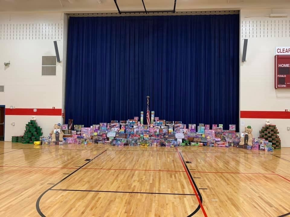 Elementary Students put others first for Christmas